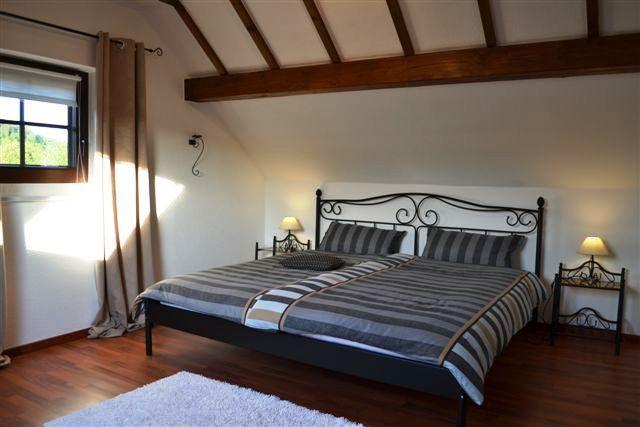 0740-08 Ooser Tälchen Haus Schlafzimmer 1