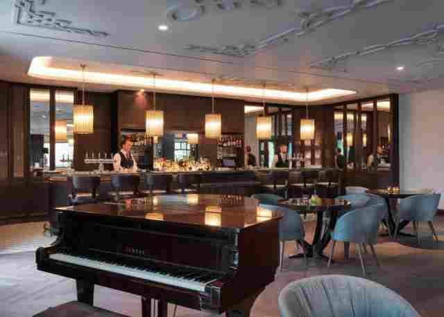 0397-07 Hotel the Dunloe the Bar