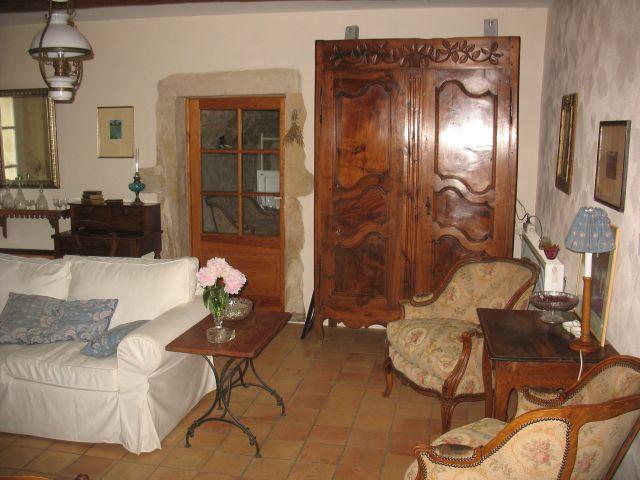 0761-10 La Closerie Wohnzimmer