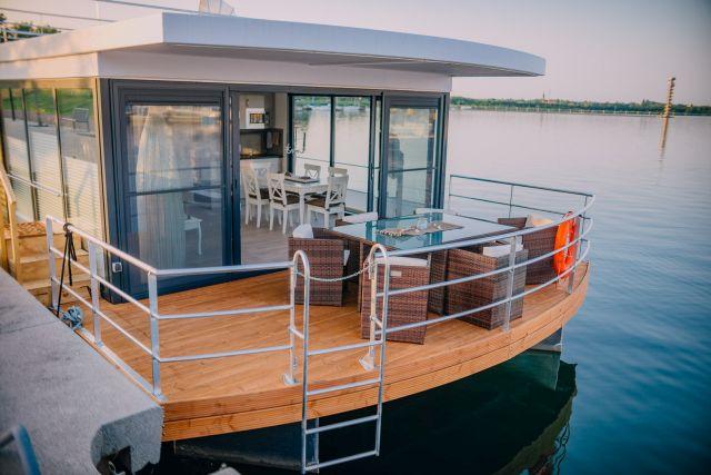 0775-02 Hausboote Goitzsche Terrasse vorn