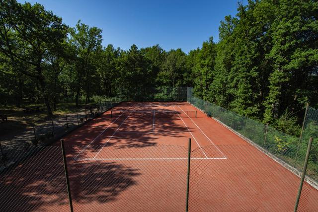 0777-17 Villa Farm Tennisplatz