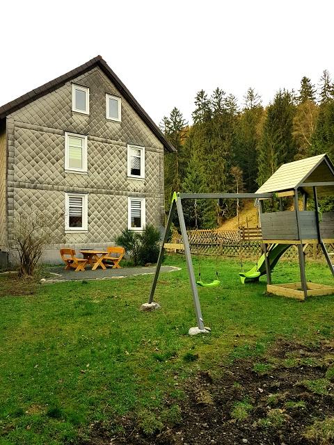 0785-01 Villa Familienglueck Garten mit Schaukel