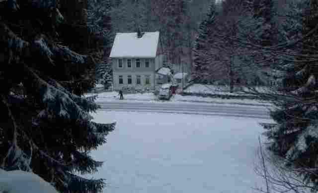 0785-02 Villa Familienglueck Aussen Winter