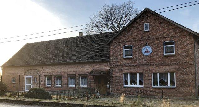 0808-01 Schnauzenhof Aussen