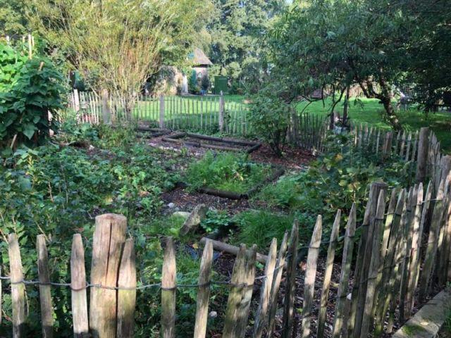 0827-04 Haus Stamp Garten 2
