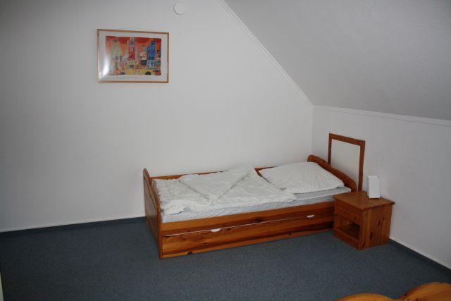 0842-08 FeHa Sonne Dreibettzimmer