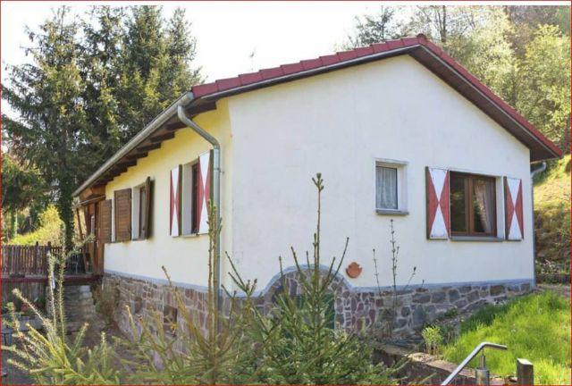 0867-01 Kleines Jagdhaus aussen