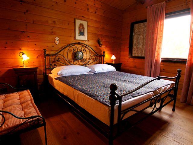 0887-09 Casa Canelli Schlafzimmer 1