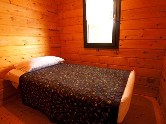 0887-10 Casa Canelli Schlafzimmer 2