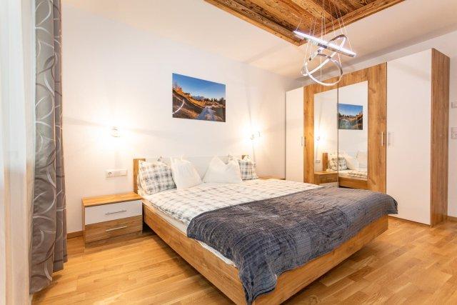 0892-15 FeWo Waidring Steinplatte-Schlafzimmer 1