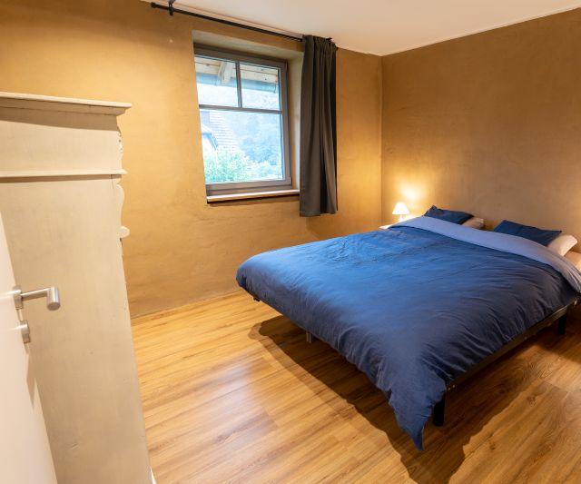 0897-08 WaldundWiese Huegel Schlafzimmer
