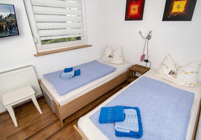 0898-16 FeWos Nagel Schlafzimmer blau