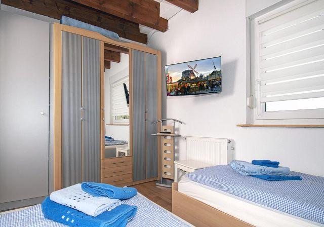 0898-17 FeWos Nagel Schlafzimmer blau 2